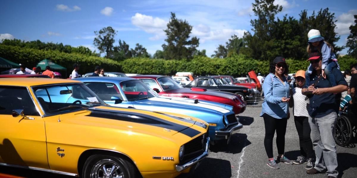 EN IMÁGENES. Exhiben carros clásicos para ayudar a niños y adultos