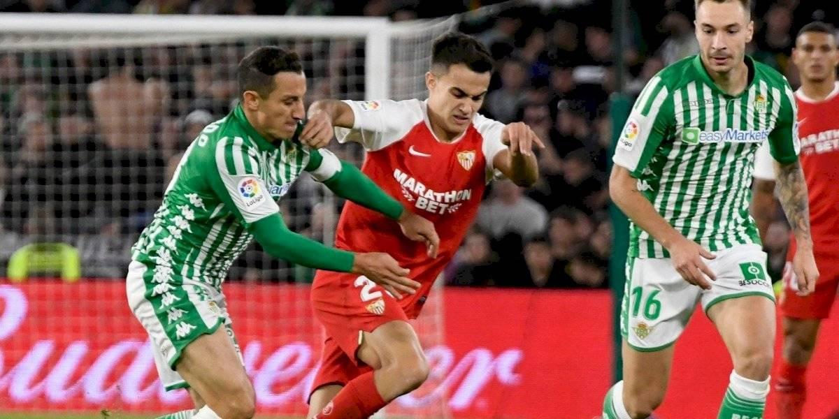Sevilla se lleva el derbi andaluz sin el Chicharito