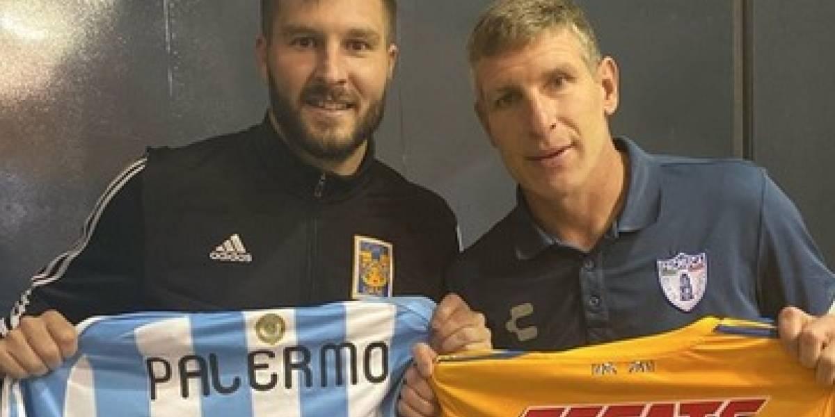Intercambia Gignac playera con Palermo