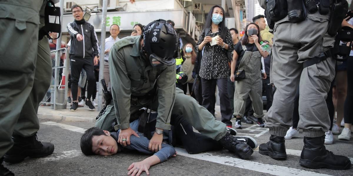 Violencia en las calles de Hong Kong: manifestante grave tras recibir disparo de la policía con munición real
