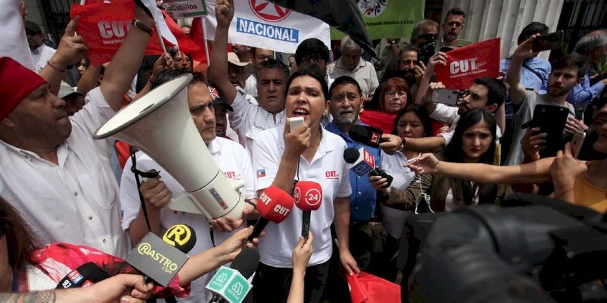 Manifestantes ingresaron al Congreso en Santiago para exigir nueva Constitución