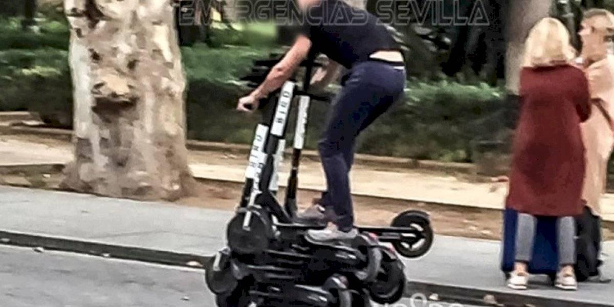 ¿Será posible? Denuncian a trabajador de empresa por manejar sobre 6 scooters eléctricos al mismo tiempo