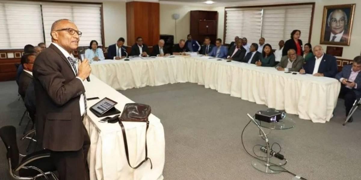 Diputados se comprometen a aumentar el presupuesto de la UASD en 600 millones
