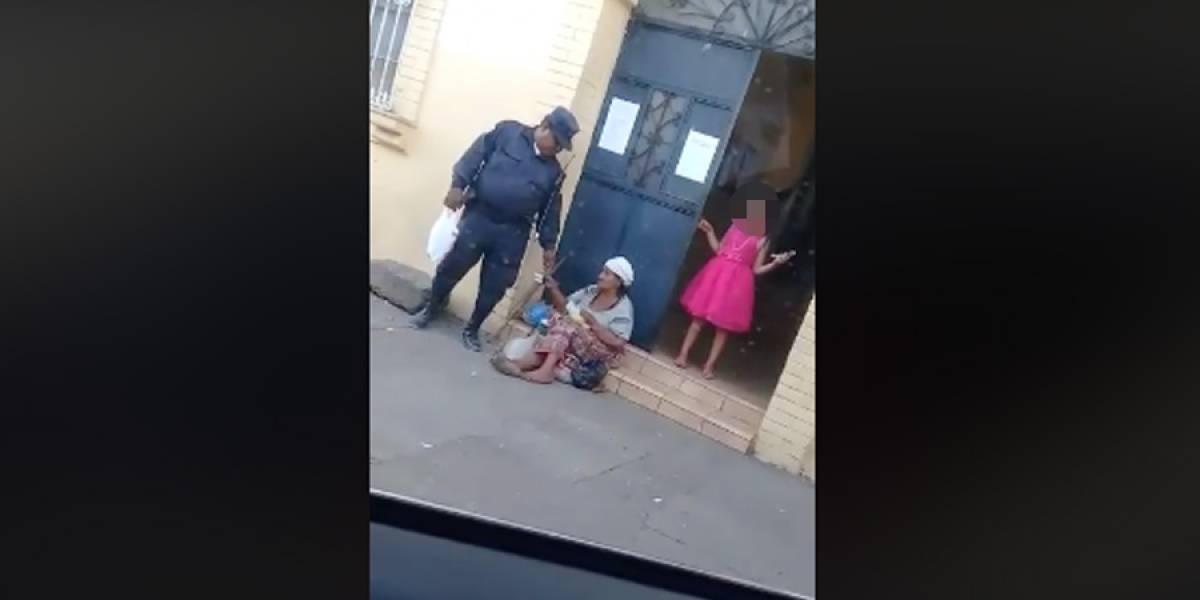 VIDEO. El drama detrás de la historia del policía municipal que recibe dinero de anciana