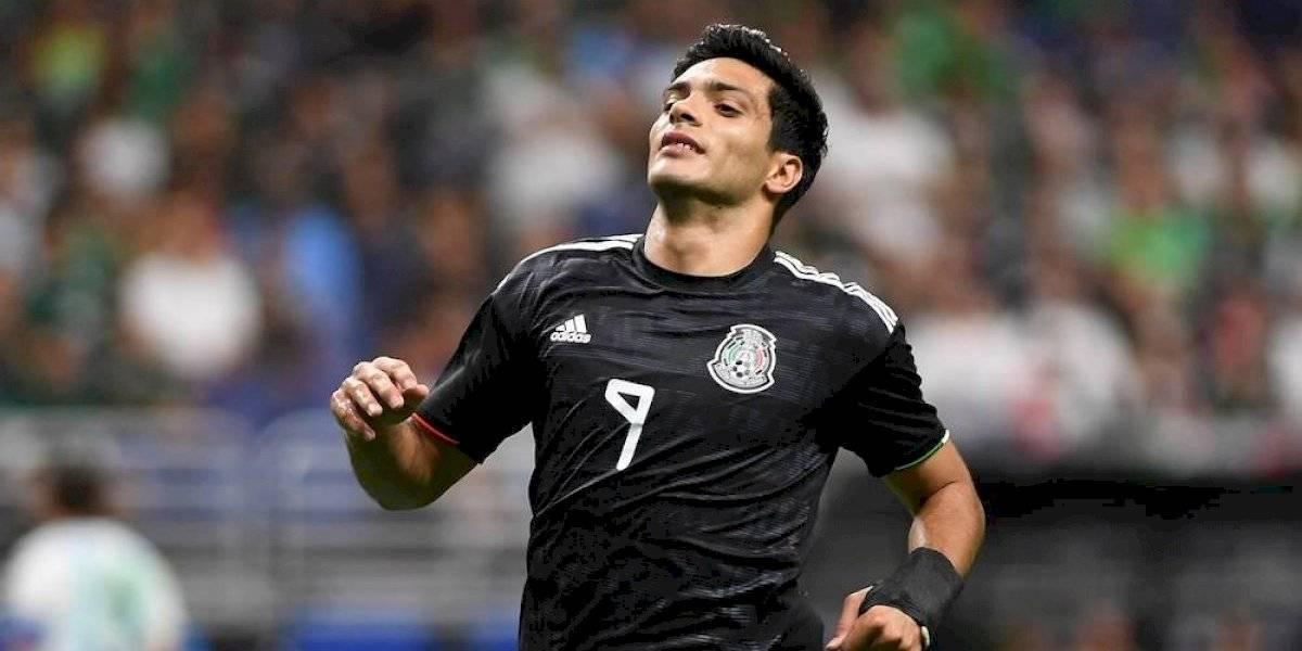 Raúl Jiménez no reportó con selección por lesión