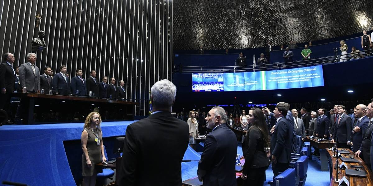 Sem Bolsonaro, Alcolumbre e Maia assinam promulgação da reforma da Previdência