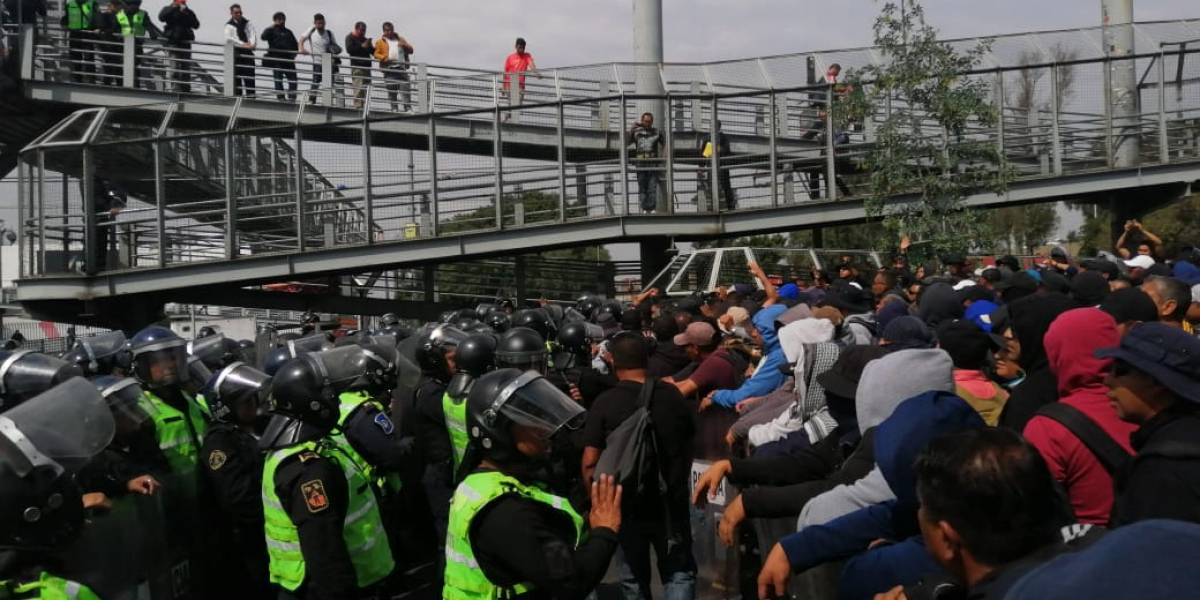 Policías desbloquean el AICM tras casi 6 horas; hay al menos 32 lesionados