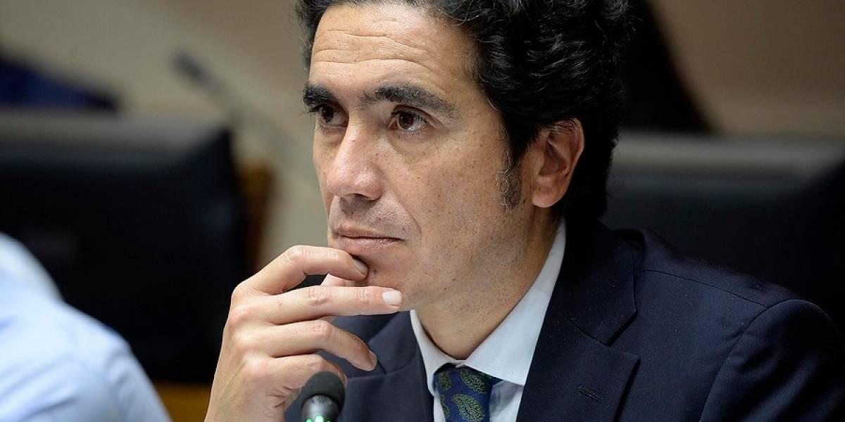 """Ministro de Hacienda afirma que nueva Constitución no debiera por qué alterar a los mercados: """"En todos los países respetables ha habido cambios constitucionales"""""""