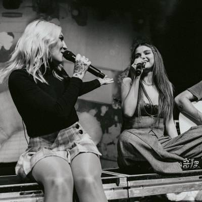 Julia Michaels y Selena Gomez