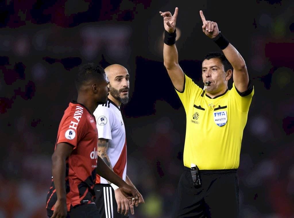 Tobar dirigió la final de vuelta de la Recopa Sudamericana 2019 entre River Plate y Athletico Paranaense / Foto: Getty Images