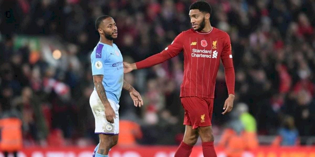 """Escándalo en Inglaterra: Sterling agarró del cuello a compañero y fue """"cortado"""" de su selección"""