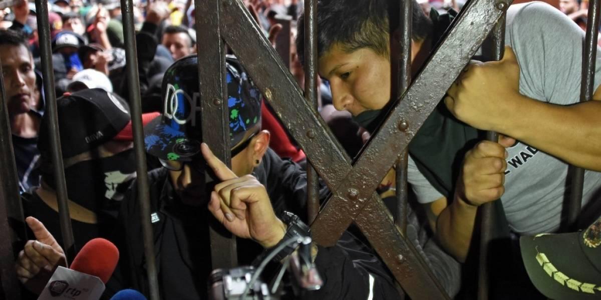FOTOS. Presos se amotinan en cárcel boliviana, en medio de crisis política