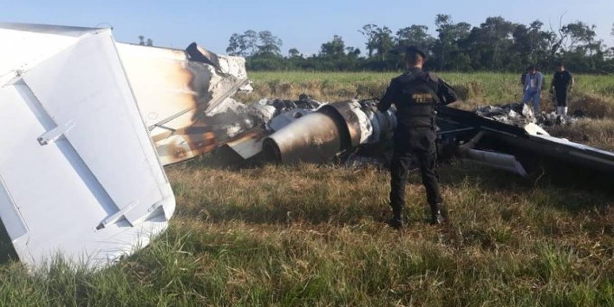 Localizan avioneta y vehículos incinerados en Petén