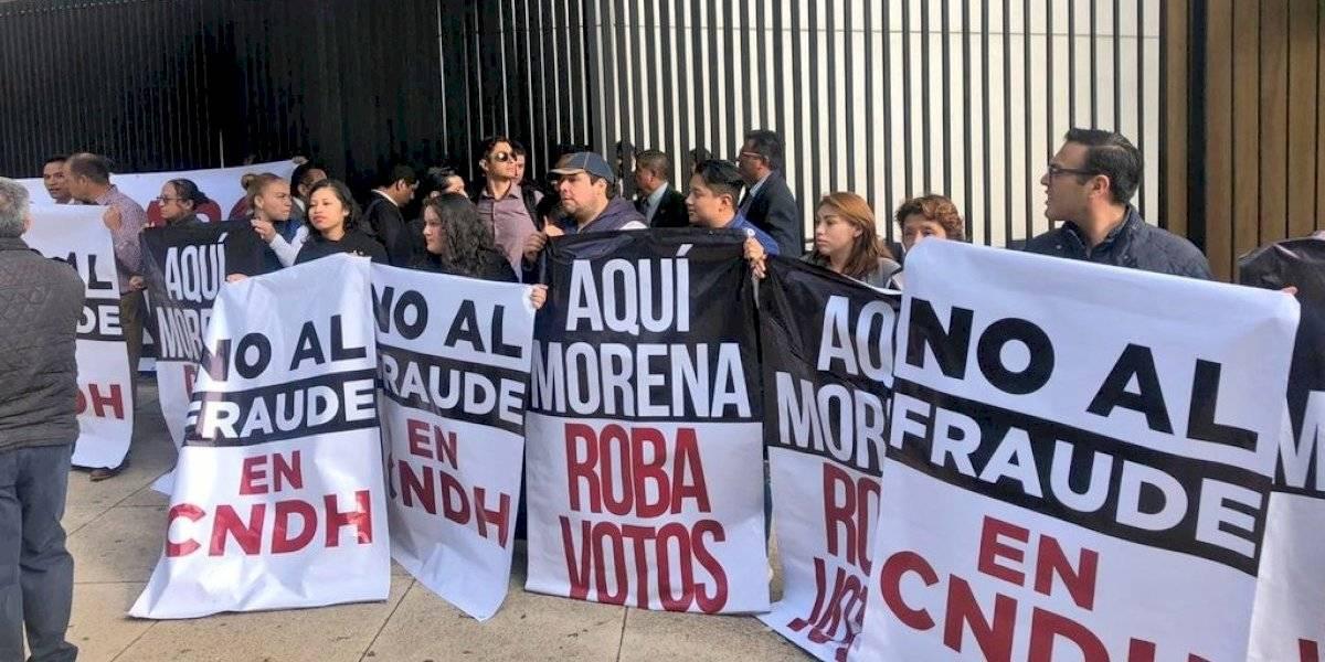 Senadores del PAN protestan contra toma de protesta de Rosario Piedra en CNDH