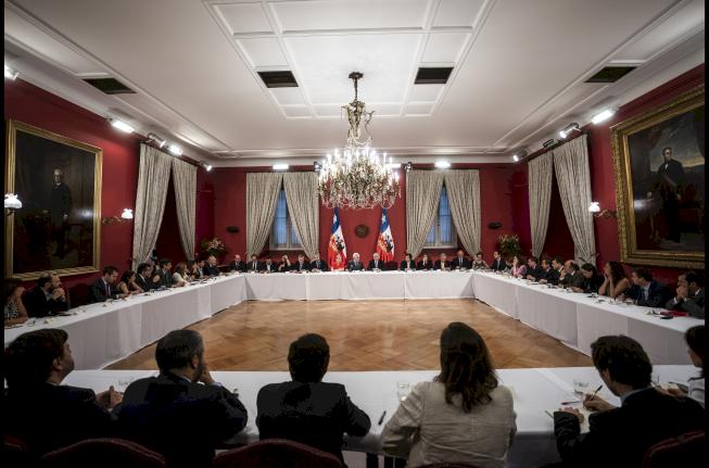 Presidente sostuvo cónclave con ministros y subsecretarios en La Moneda