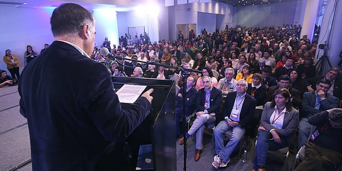 Nueva Constitución y agenda social fuerte son las propuestas de RN