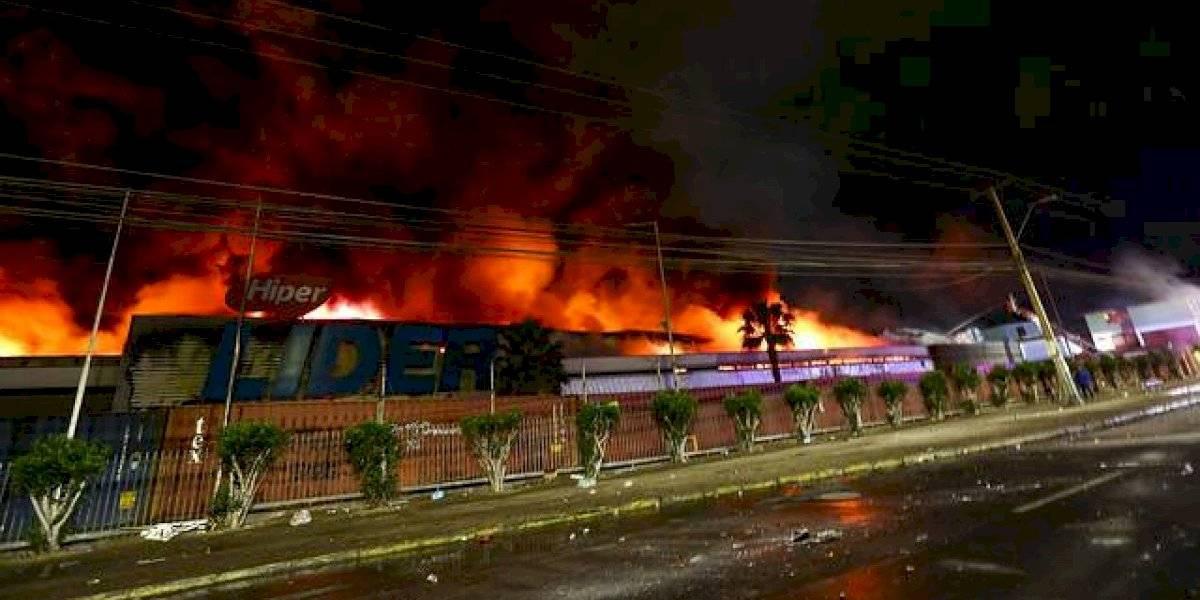 Gigantesco incendio consume supermercado en Arica: vecinos debieron evacuar sus viviendas