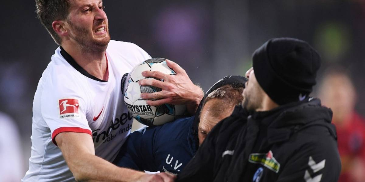 VIDEO. Futbolista argentino recibe fuerte sanción por agredir a técnico