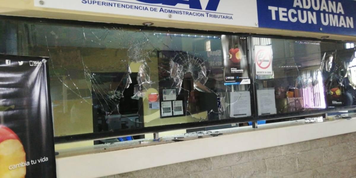 VIDEO. Disturbios en Tecún Umán por el decomiso de productos de contrabando