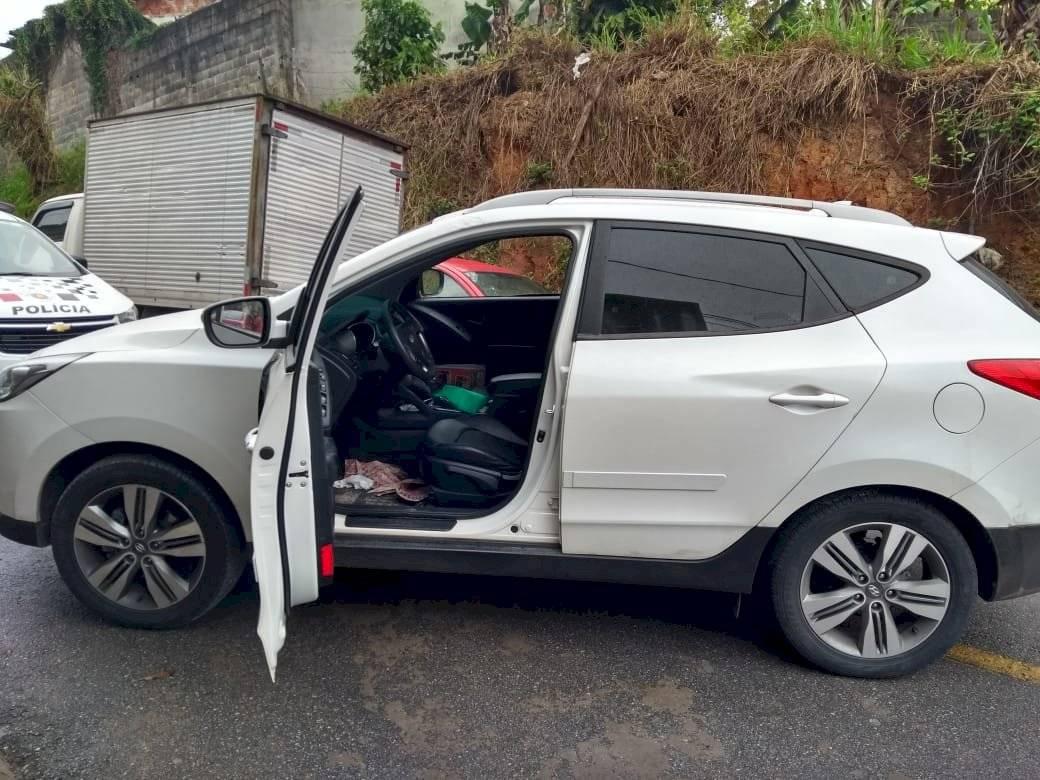 Carro do suspeito era roubado Divulgação/Polícia Militar
