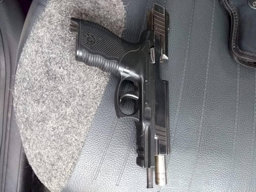 Arma com numeração raspada Divulgação/Polícia Militar