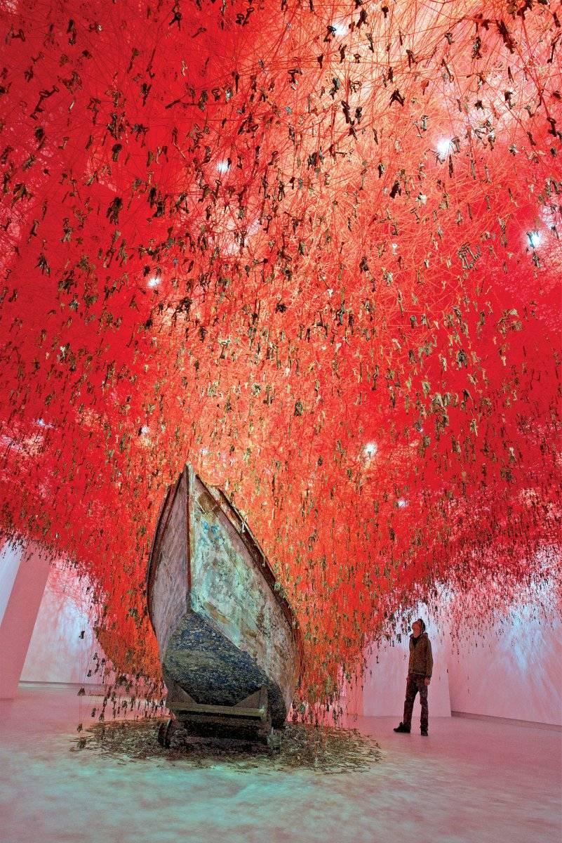 No segundo andar do CCBB, essa é a instalação que esteve na 56ª Bienal de Veneza, na qual Chiharu representou seu país no pavilhão do Japão. Segunda a artista, a obra é composta por dois barcos que lembram duas mãos receptoras prestes a agarrar ou deixar de lado uma oportunidade que vem de um emaranhado de 180 mil chaves. Sunhi Mang/divulgação