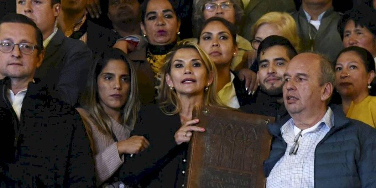 Senadora Jeanine Añez se proclama presidenta interina de Bolivia