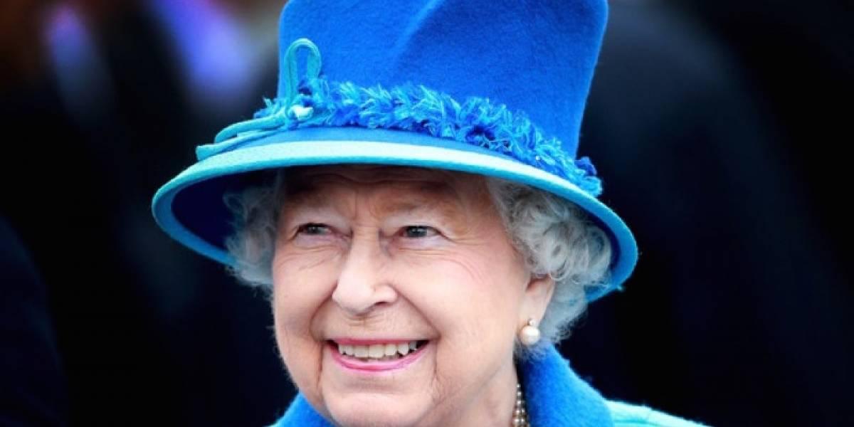 Serie 'The Crown' sugiere infidelidad de la reina Isabel y Buckingham responde