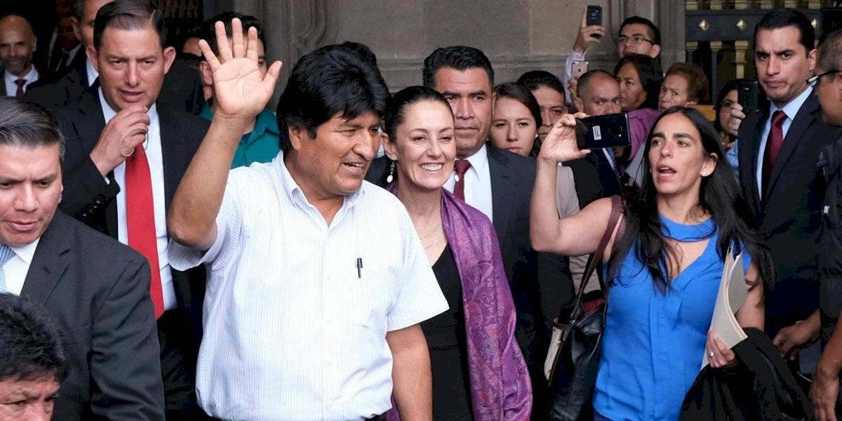 AMLO confirma que ex integrantes del Estado Mayor cuidan a Evo Morales