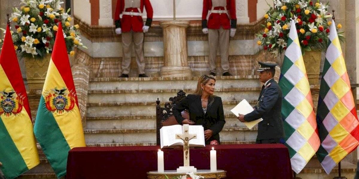 """Al grito de """"¡Gloria a Dios!"""" y con la Biblia por delante, la derecha regresa a Bolivia"""