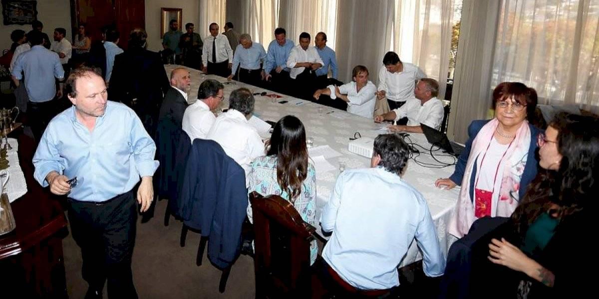 Siguen las reuniones entre todos los partidos: este jueves continúan las negociaciones para llegar a acuerdo por nueva Constitución