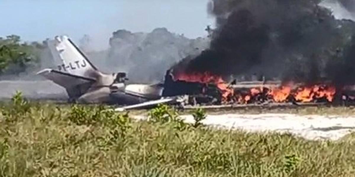 Uma pessoa morre e nove ficam feridas em queda de avião na Bahia