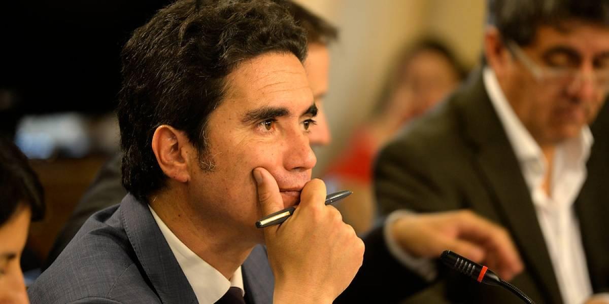 Llevan cuatro semanas sin subir: ministro de Hacienda reconoce que pidió a Enap asumir costo para congelar precios de los combustibles