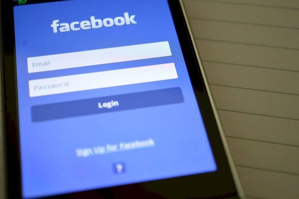 Anuncios anti vacunas en Facebook confunden a la población