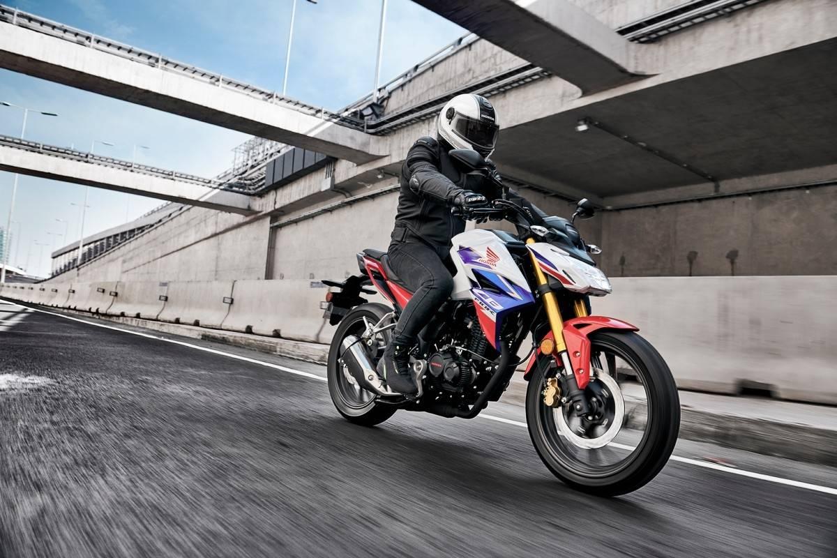 Honda actualiza su exitosa moto CB190R - Publimetro Chile