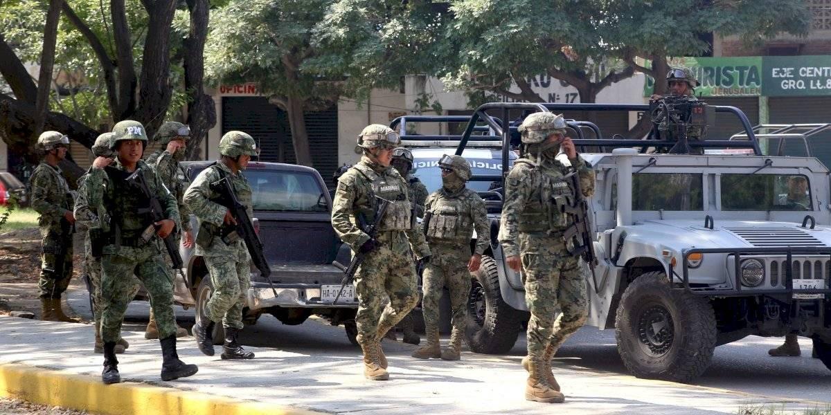 Por portarse 'muy bien', AMLO aumentará salario de soldados y marinos