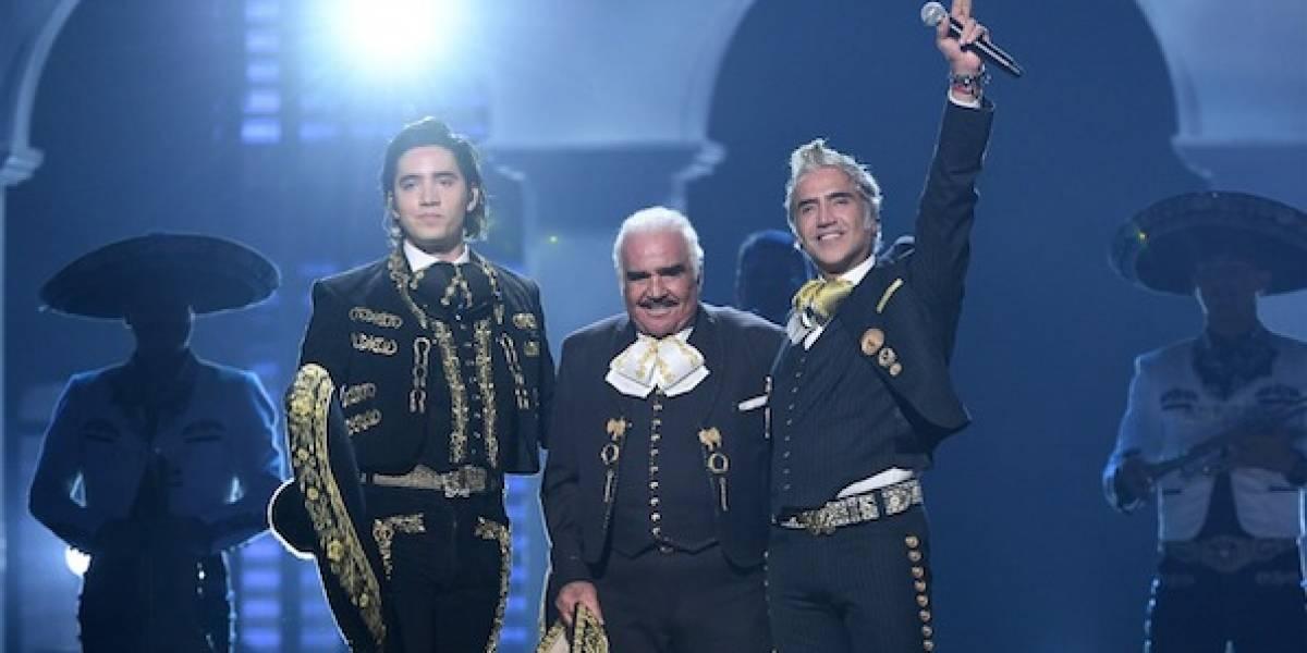 Vicente Fernández se convierte en el protagonista de los Latin Grammy al reaparecer en los escenarios