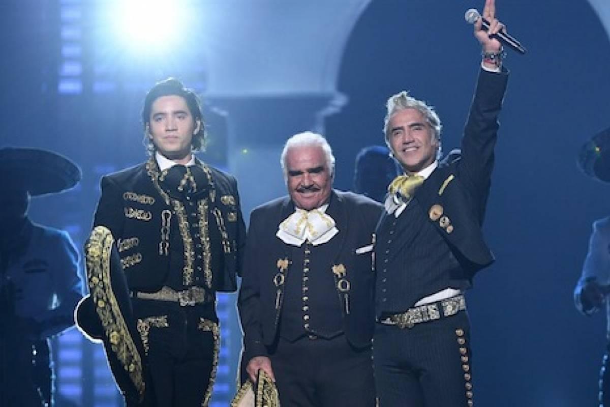 Vicente Fernández se convierte en el protagonista de los Latin Grammy al reaparecer en los escenarios - Publinews Guatemala
