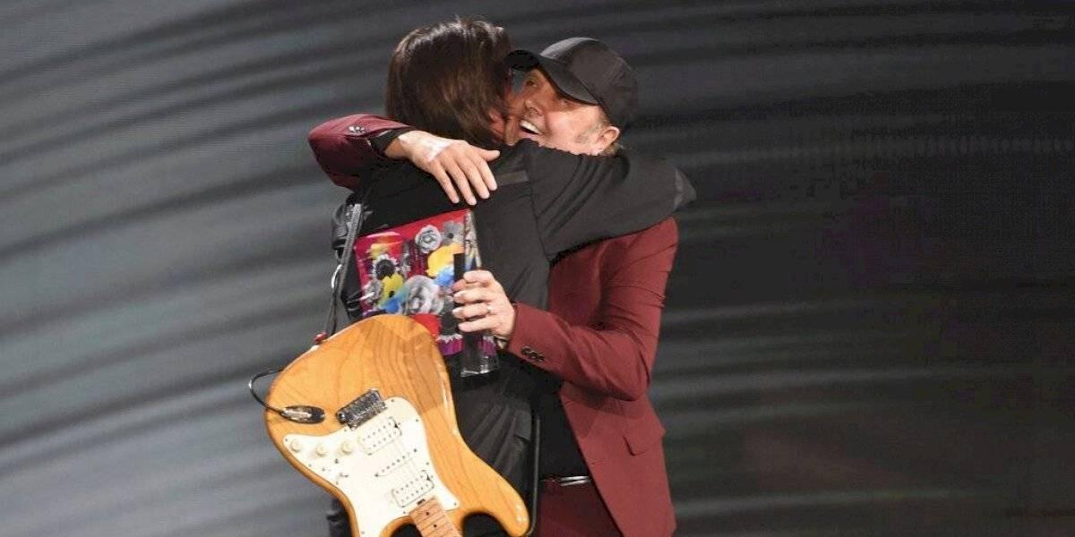 La emoción de Juanes al recibir el premio a la Persona del Año de su ídolo Lars Ulrich