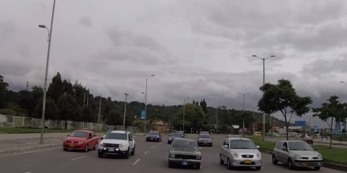 Youtubers probaron los límites de velocidad en Bogotá y bloquearon vía