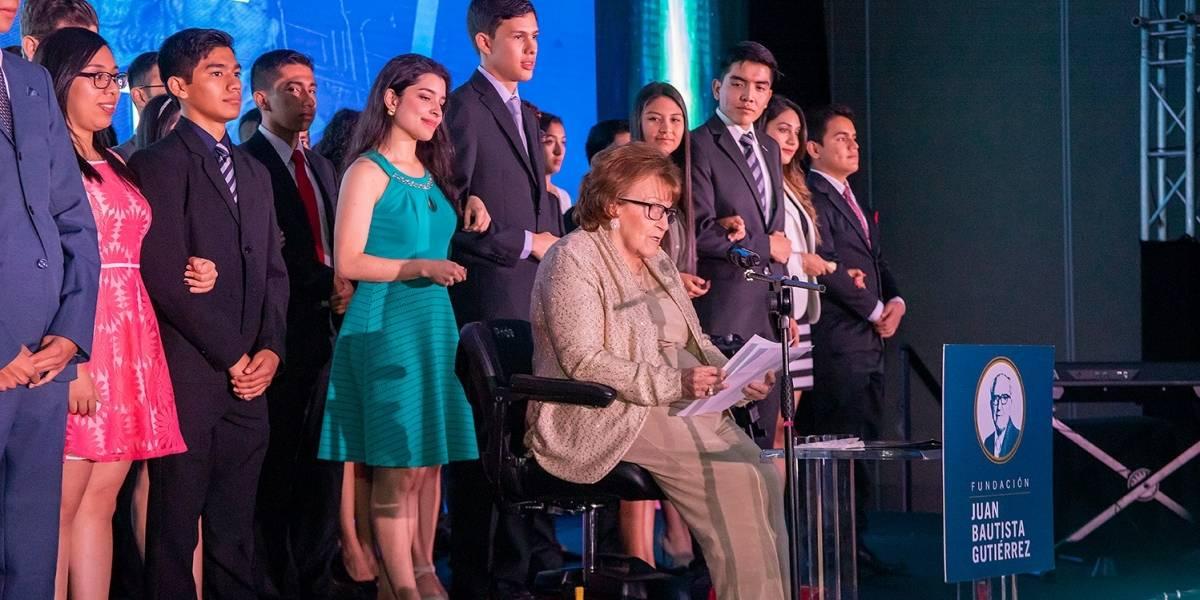 Fundación Juan Bautista Gutiérrez entregan 35 becas universitarias