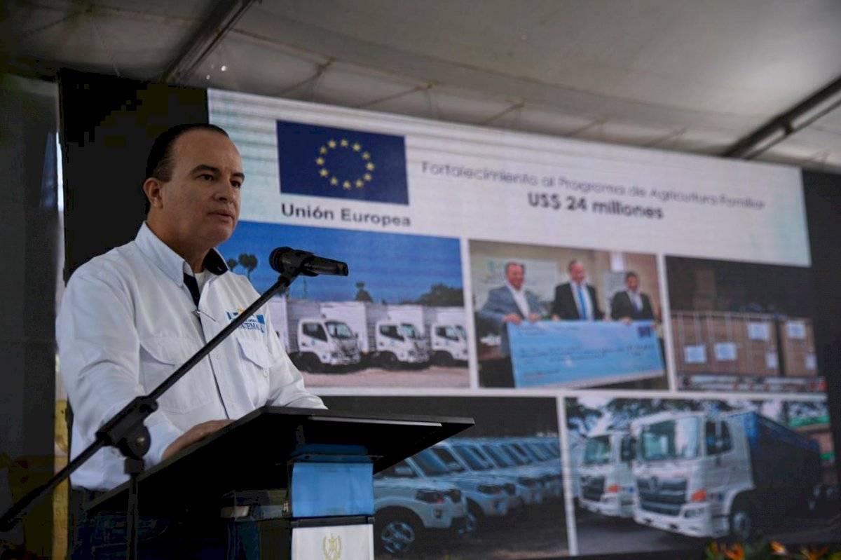 Ministro Mario Méndez Montenegro presente informe a cooperantes