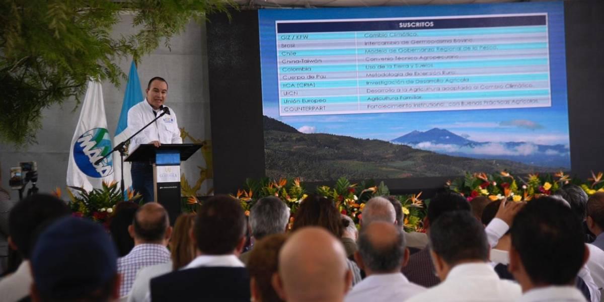Ministro de Agricultura presenta informe a cooperantes sobre trabajo en agricultura