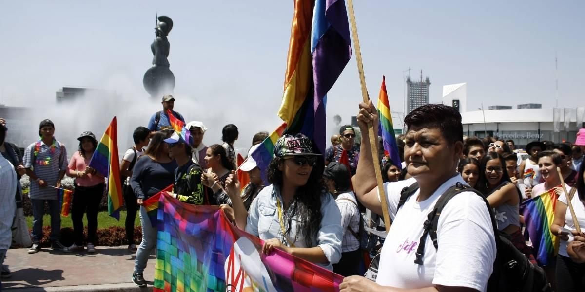 Dejan sin atención a hijos de parejas gay en Jalisco