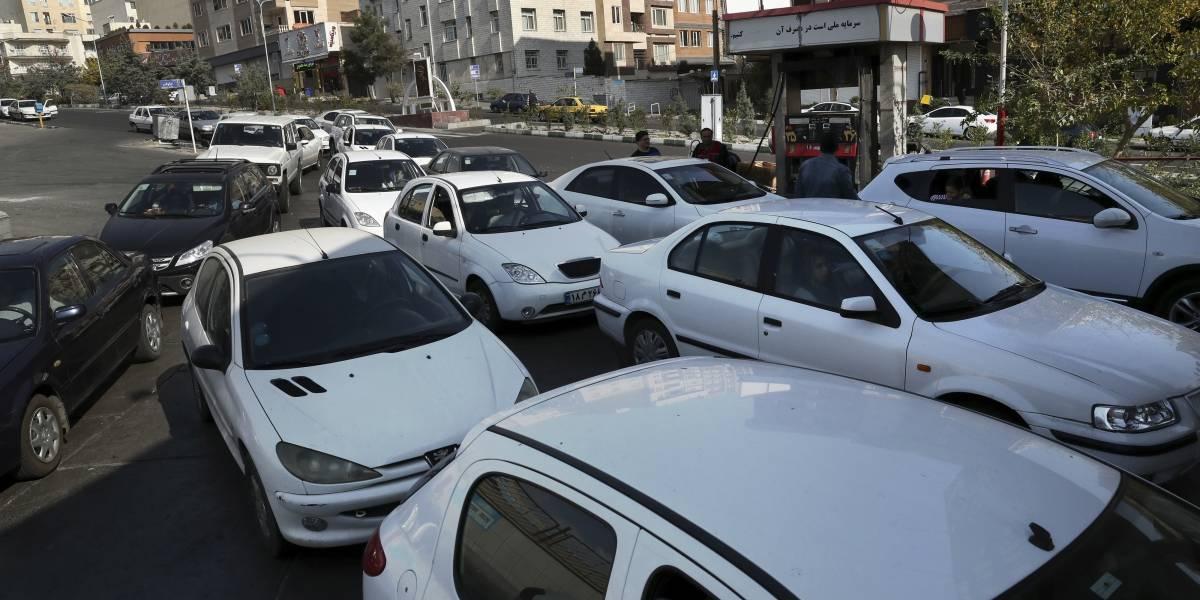 "Miles abandonan sus autos en Irán como protesta por un ""gasolinazo"""