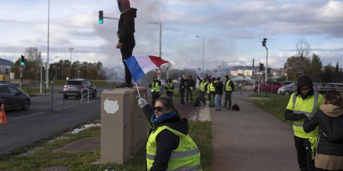 Los chalecos amarillos originales: tensión en Francia por primer aniversario del levantamiento popular