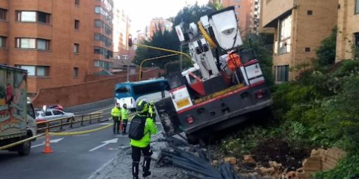 Camión chocó contra conjunto residencial en la avenida Circunvalar en Bogotá