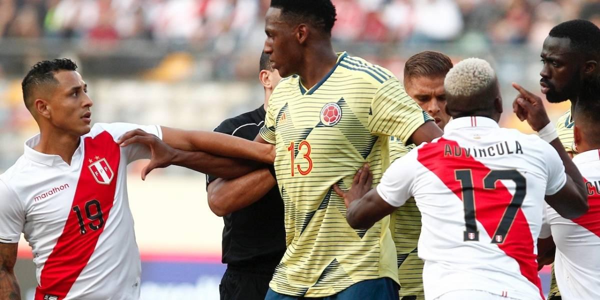 ¡Con insultos! Hinchas peruanos atacaron a Yerry Mina por fuerte falta sobre Santamaría