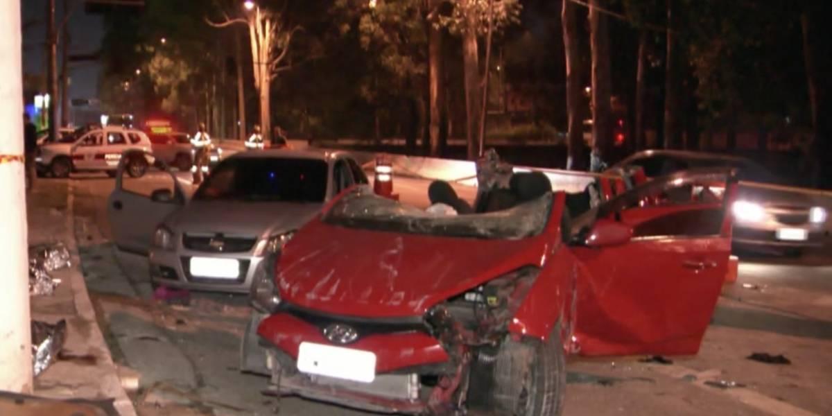 Carro atinge muro e quatro pessoas morrem na avenida Jacu Pêssego