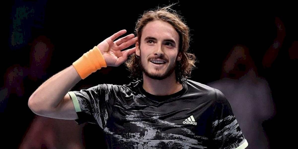Tsitsipas vence a Roger Federer y buscará coronarse en las Finales ATP